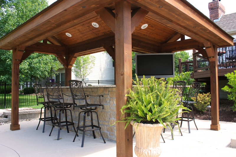Custom Features & Baker Pool Construction of St. Louis | Custom Outdoor Kitchens u0026 BBQs