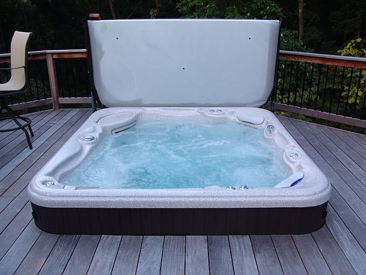 Baker Pool Construction of St. Louis | Custom Hot Tubs & Spas
